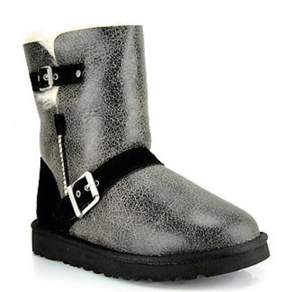 5e18db0ad1b Ugg Dylyn Boots NWT